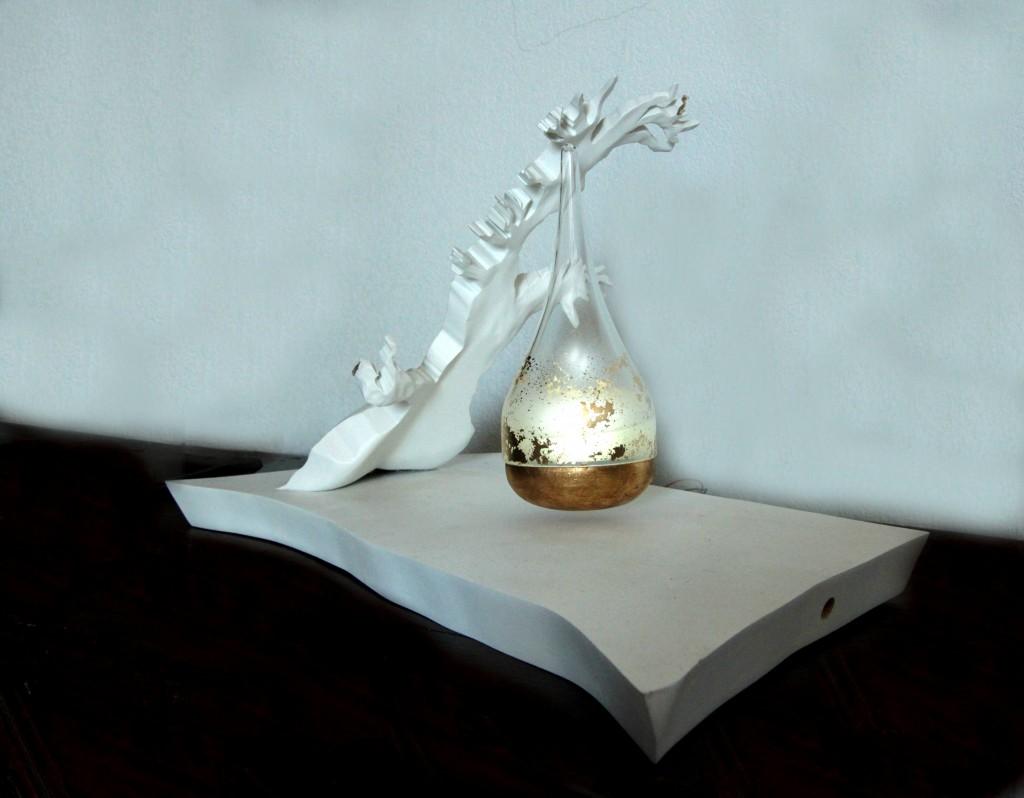Syl MDF laqué blanc, verre et feuille d'or (59 cm x 29 cm x h 41 cm)
